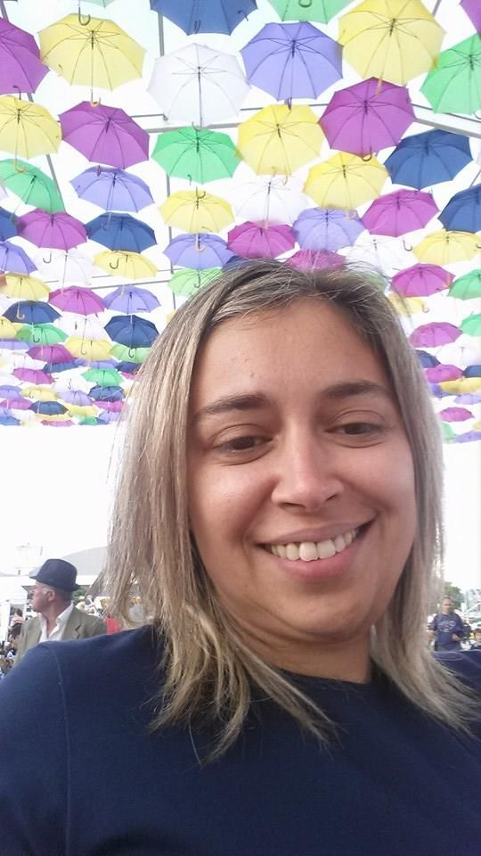 Marisa Abrantes sorridente com os coloridos guarda chuvas*. Marisa Abrantes smiling with the colorful umbrellas* #Agitagueda2014 #streets #art #style #Agueda