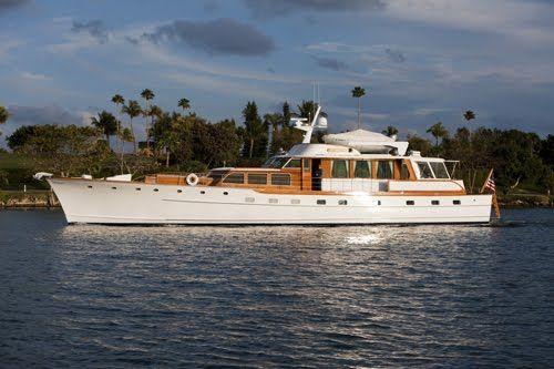 classic trumpy motor yacht 84 39 nautical pinterest yachten boote und schiffe. Black Bedroom Furniture Sets. Home Design Ideas