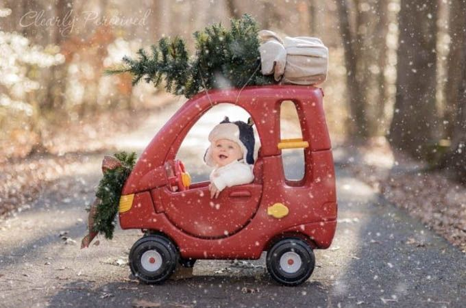 Picture Ideas for Baby's First Christmas - Life With My Littles