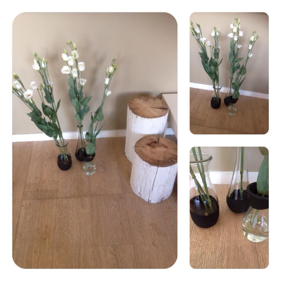 Verschillende vaasjes van de kringloop, krijtbordvef +bloemetjes. Easy DIY.