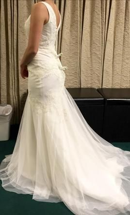 f8337983e194 Vera Wang White VW351021: buy this dress for a fraction of the salon price  on PreOwnedWeddingDresses.com