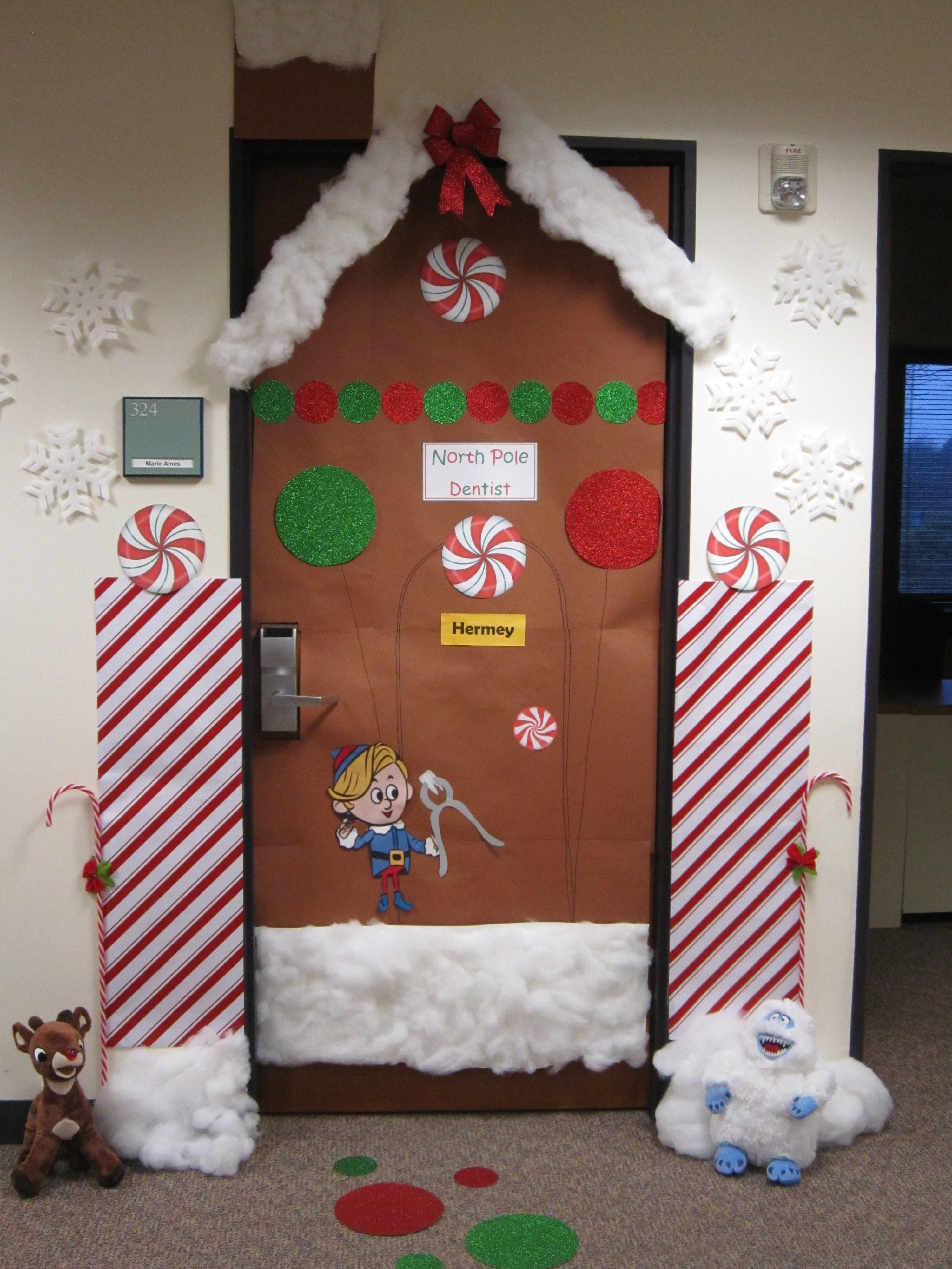 Christmas decorating themes for school for Nursing home christmas door decorations