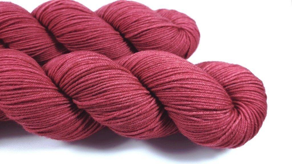 Altrosa 100 Merino Extrafine 310m 100g Handgefarbt Altrosa Handgefarbte Wolle Und Faden