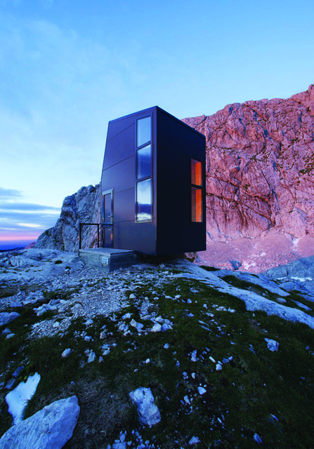 Interesting living on the edge! Source: coldheartsandhotnights => origianally http://www.archdaily.com/