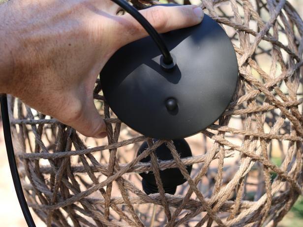 comment fabriquer une lampe suspendue avec de la corde en sisal luminaires lampes et abat jour. Black Bedroom Furniture Sets. Home Design Ideas