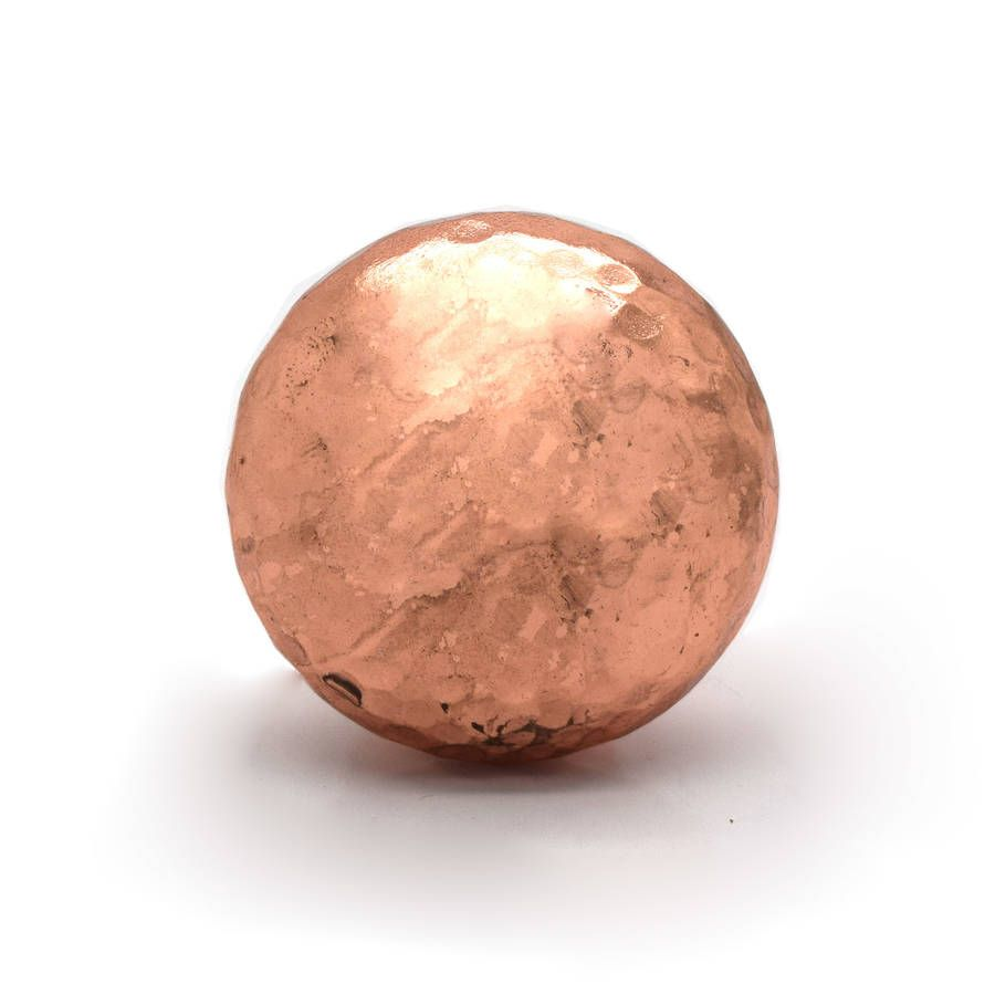 16 Perfect Kitchen Designs For Classy Homes: Copper And Silver Hammered Cupboard Door Knobs