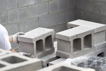How To Get Rid Of White Alkaline On Cinder Block Walls In 2020 Cinder Block Walls Concrete Block Walls Cinder Block