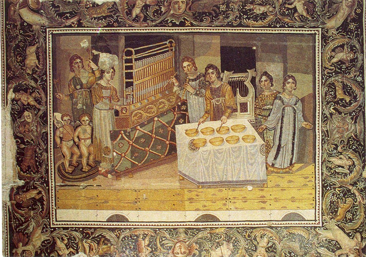 Villa di Mariamin, Siria. Mosaico con le musiciste. La fine del IV secolo. Il Museo di Hama, Siria