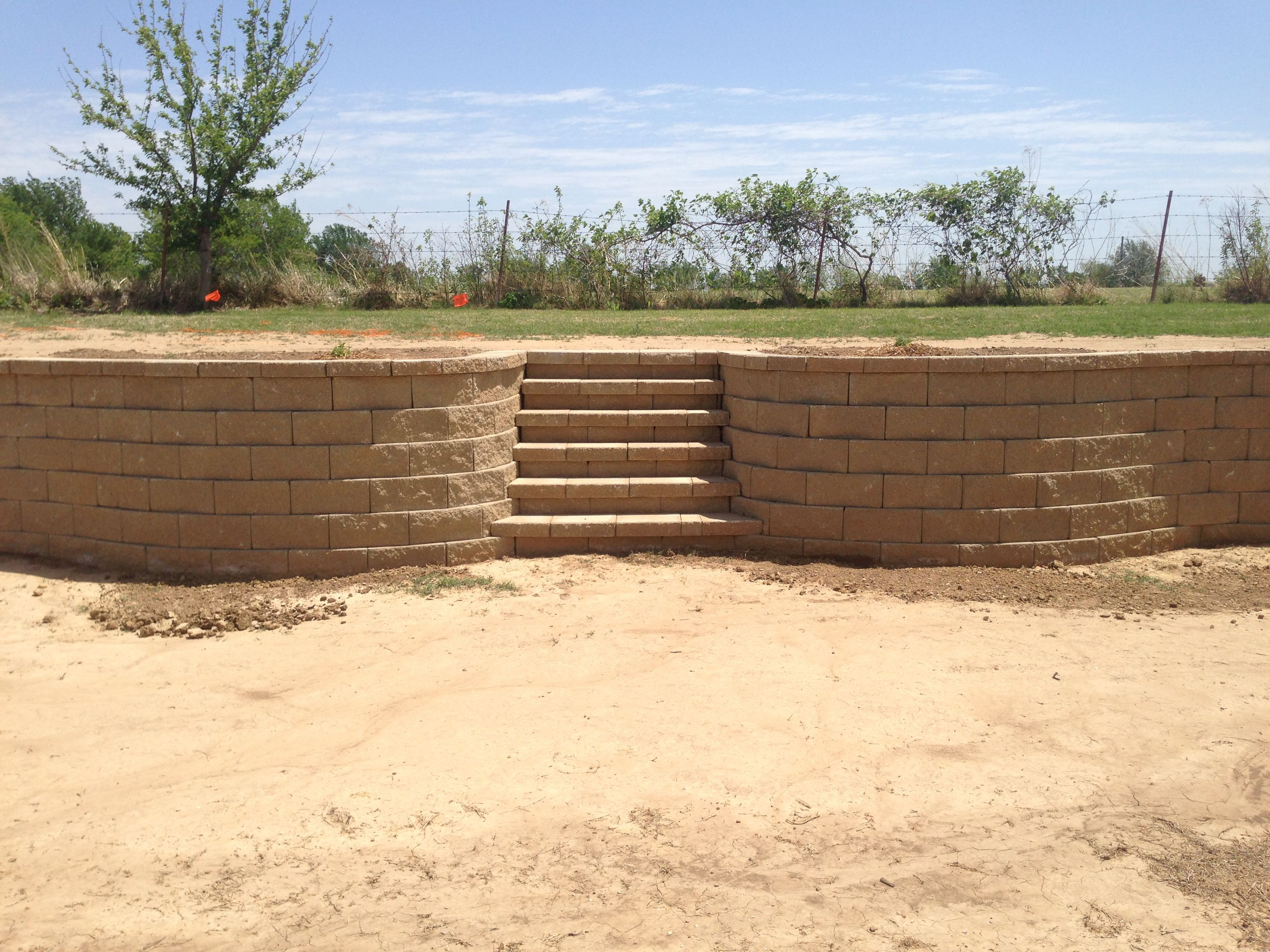 Block Retaining Wall Installation In Tulsa Block Retaining Walls ...