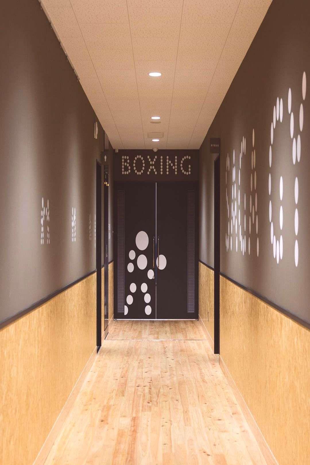 SAGA GYM boxingampfencing サイン計画 Architect. Open A AD. Yum