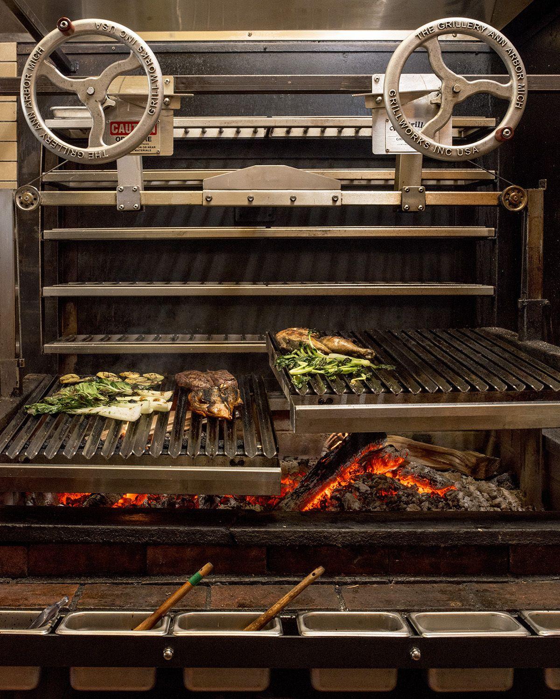 Boston's Trophy Grills | Cucine da esterno, Ristorante, Design
