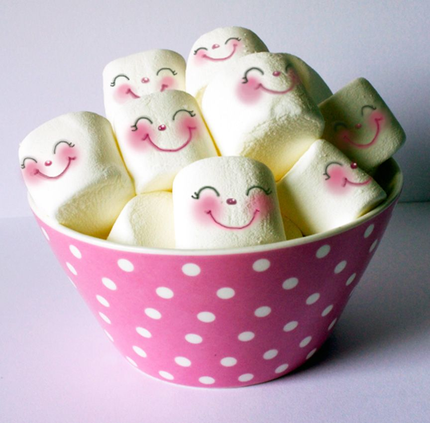 Adorable Marshmellow Faces --- The original link is in Norwegian, but I'm assuming the faces were drawn on with food pens.
