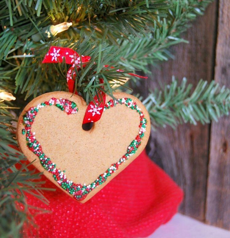 Zu weihnachten k nnen sie ein herz aus salzteig oder lebkuchen als baumschmuck backen - Weihnachtsdeko aus salzteig ...