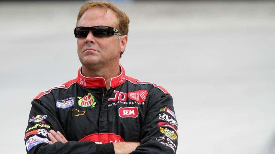 Charges dropped in former NASCAR driver Mike Wallace
