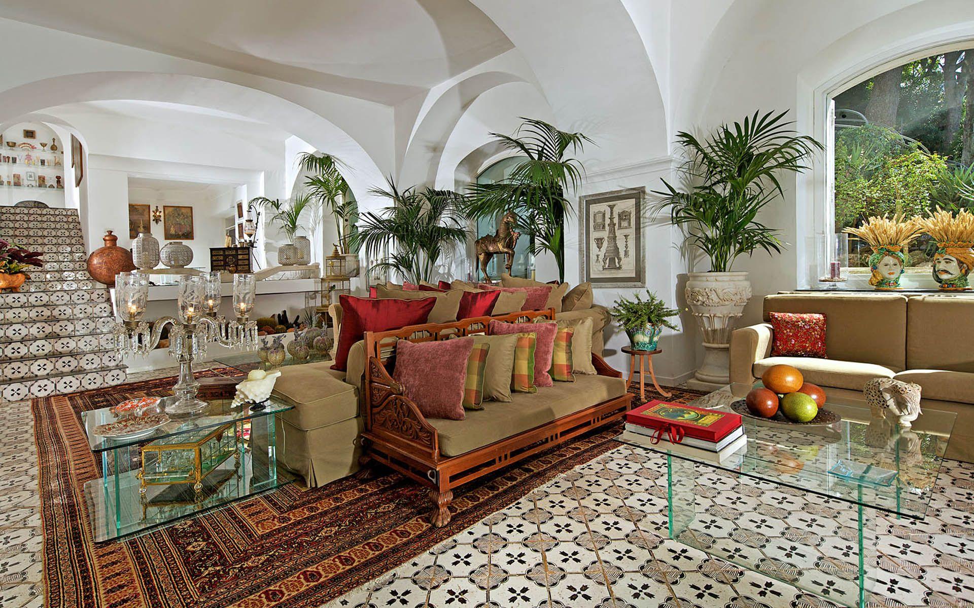 Villa Le Scale Capri Italy is a luxury villa with its own swimming