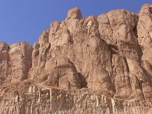 Cliffs - Temple of Hatshepsut | por Walwyn