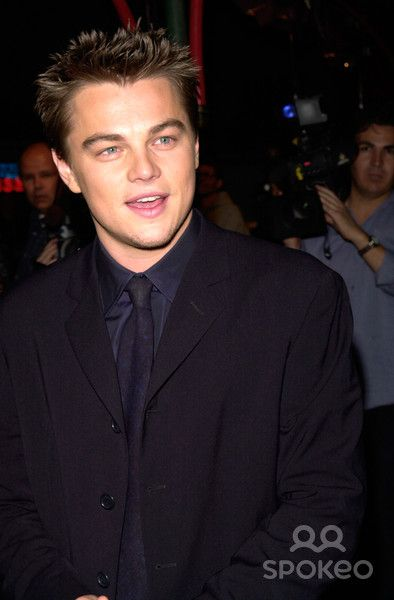 "02FEB2000: Actor LEONARDO DiCAPRIO at the Hollywood premiere of his new movie ""The Beach"" in which he stars with Virginie Ledoyen. Paul Smith / Featureflash"