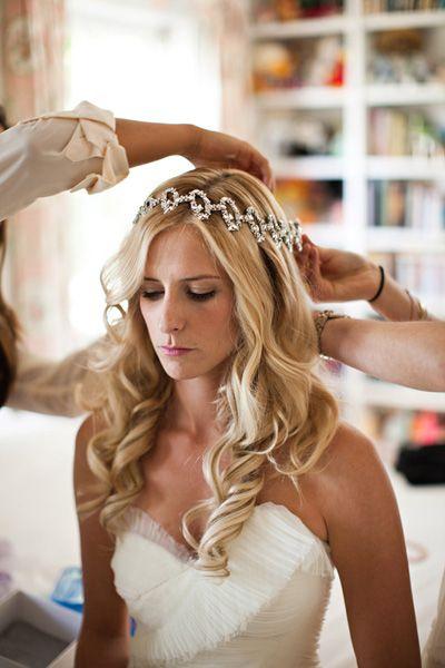 Peinados Precioso Cabello Ondulado Con Tiara Peinados De Novia
