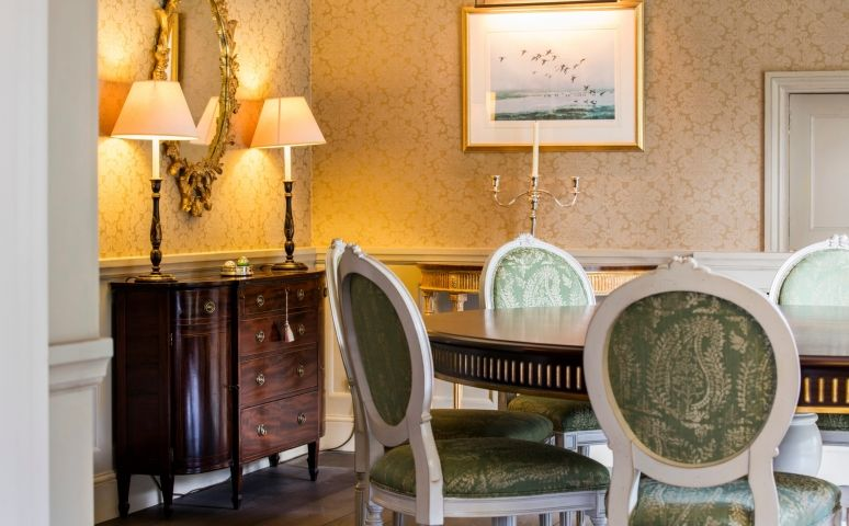 Oficina Inglesa | English Country House | Dining Room | Dior French Dining  Chair And Traditional
