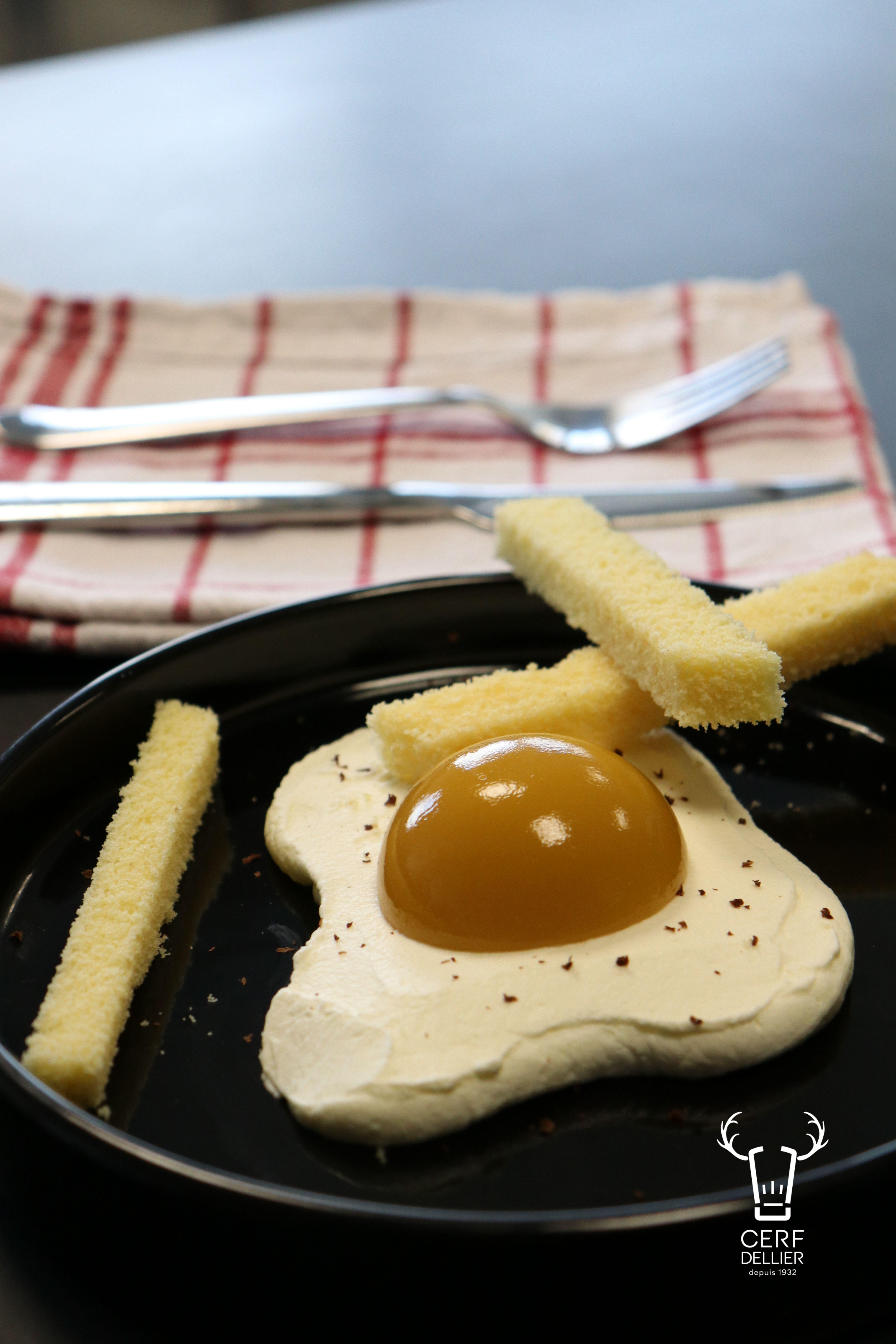 Ceci nest pas un oeuf au plat Dessert trompe loeil #gateautrompeloeil Avec c #gateautrompeloeil Ceci nest pas un oeuf au plat Dessert trompe loeil #gateautrompeloeil Avec c
