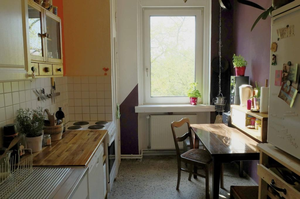 Küche: Big sunny and fully-furnished room (for couples too ...