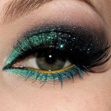 IN LOVE WITH GLITTER - #greenglitter #greeneyes #eyemakeup #eyeshadow - bellashoot.com