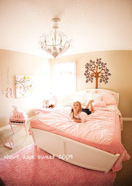 Girls bedroom pink dise o for Disenos de cuartos para ninas sencillos