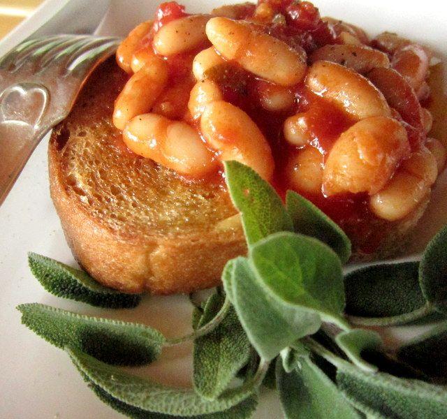 un classico della cucina toscana: fettunta con fagioli alluccelletto http://cucinaresuperfacile.com/?p=1935