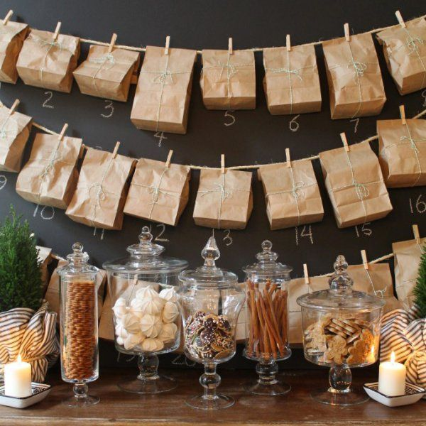 Calendrier de l'avent avec des sachets suspendus / Advent calendar with hanging bags