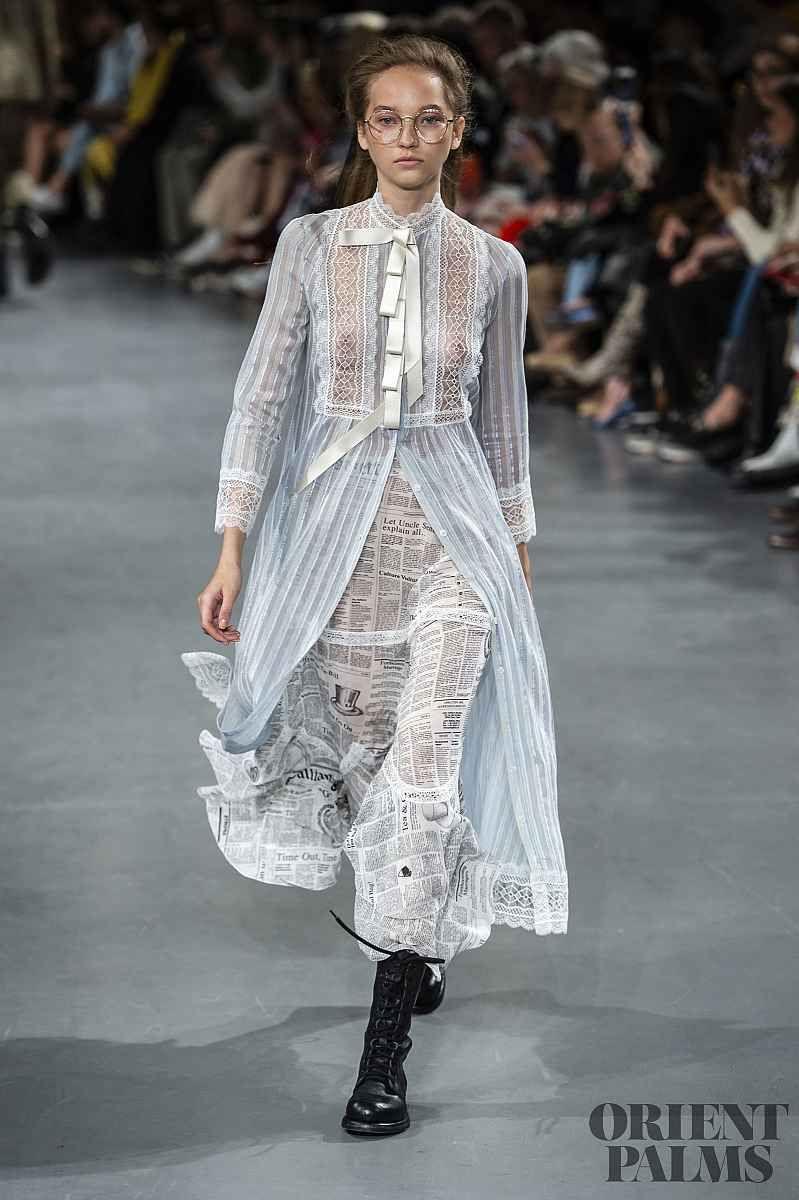 Spring 2019 Couture: 22 образа в уличном стиле. Париж, Франция, наше время в 2019 году