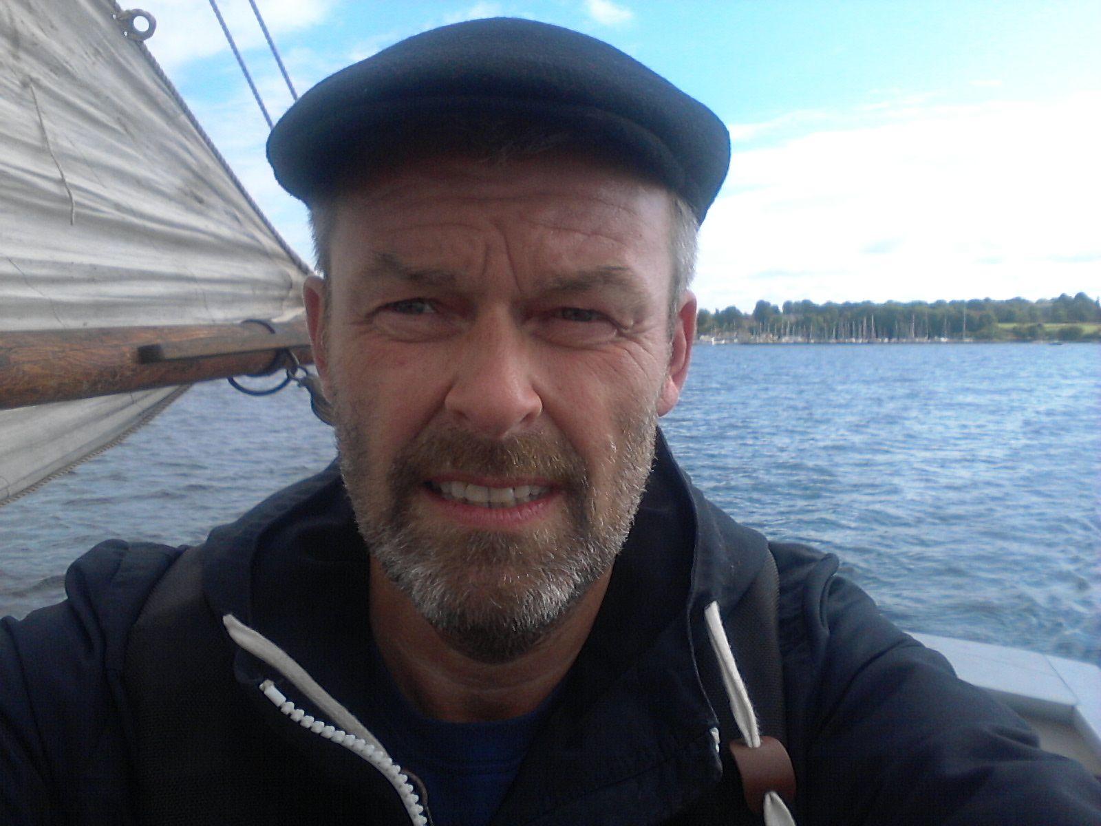 Peter Henningsen er dr. phil. og chef for Landbokultur & Søfart, Nationalmuseet. Forfatter til I sansernes vold (2006) og hovedredaktør på København 1807 (2007). Sammen med Ulrik Langen har han desuden skrevet Hundemordet i Vimmelskaftet - og andre fortællinger fra 1700-tallets København (2010).