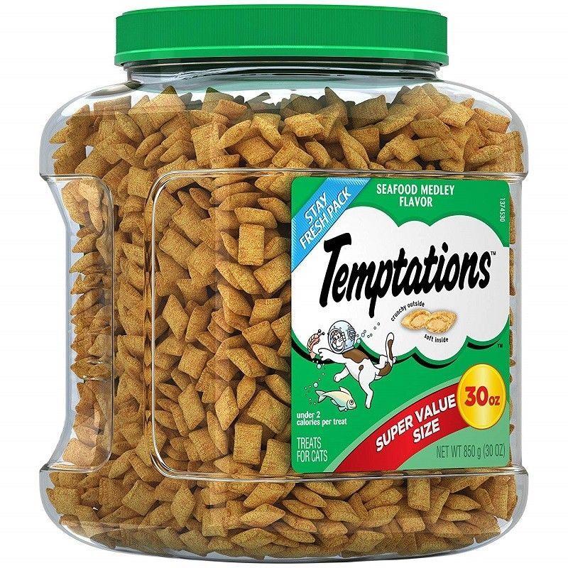 TEMPTATIONS Classic Cat Treats Tasty Chicken Flavor Super Value Size 30 oz