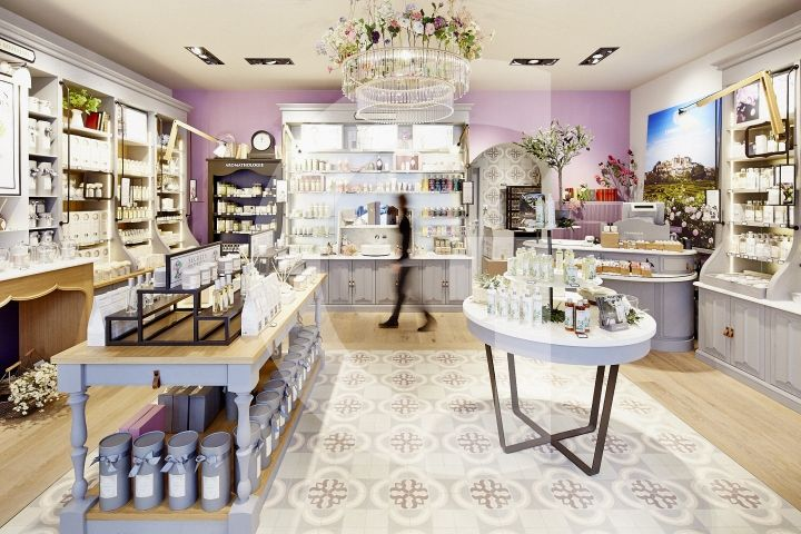 Salon Retailing Tips Designed To Attract Customers Increase Sales Beauty Business Retail Design Retail Store Design
