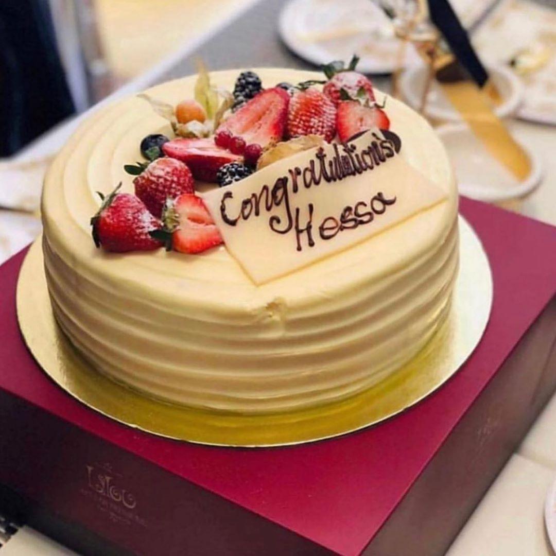 مندوب توصيل وحجز كيكات ليلو تشنك مادلين منش اقوم بحجز وتوصيل طلباتكم في اسرع وقت ممك Desserts Cake Food