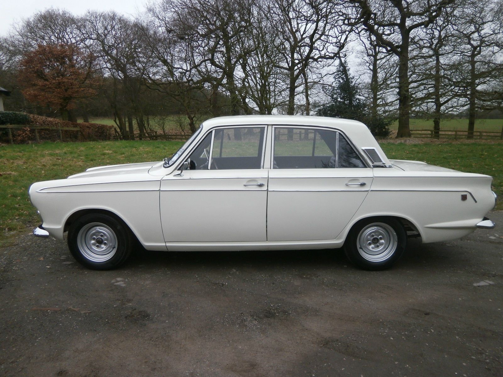 1966 D Ford Cortina Mk1 Export Gt 4dr In Ermine White Black Interior Rare Ebay Black Interior Mk1 Ford