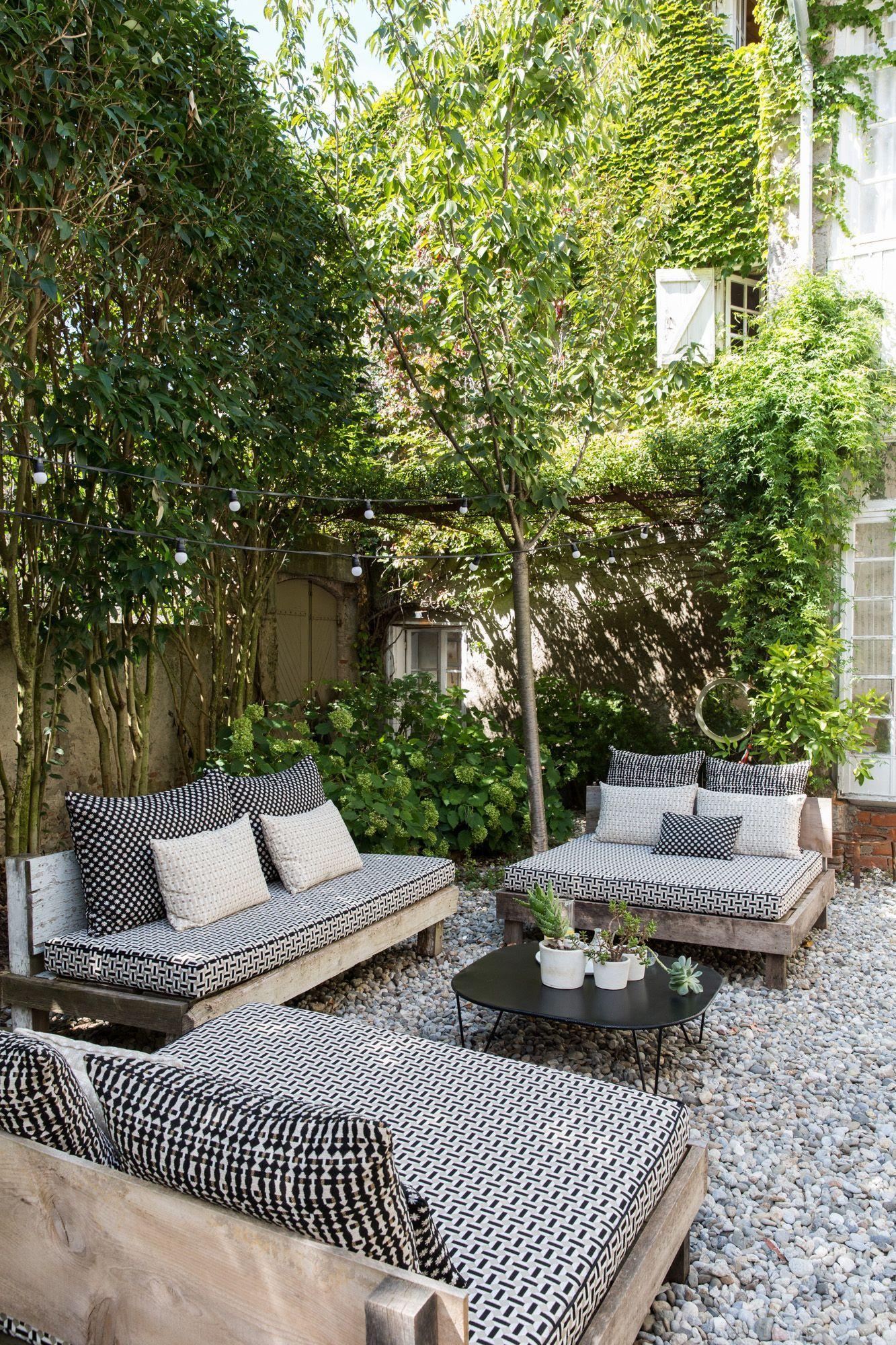 7 small backyard seating area ideas