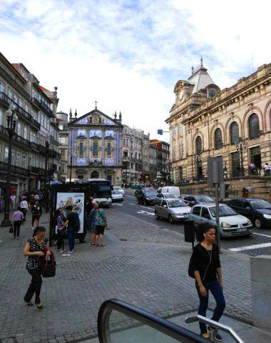 Iglesia de Santo Antonio de los Congregados junto a la Estación de ferrocarril de Oporto - Destino y Sabor