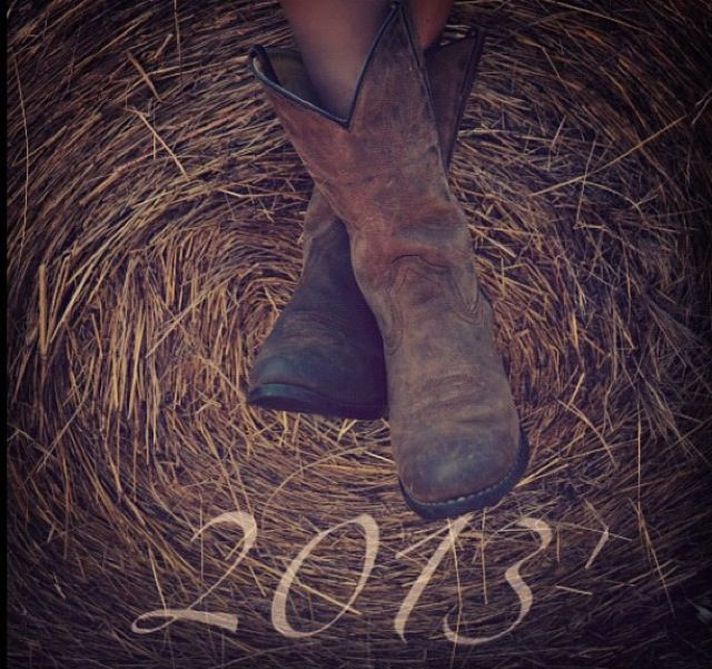 Hay bales & cowboy boots Senior photos