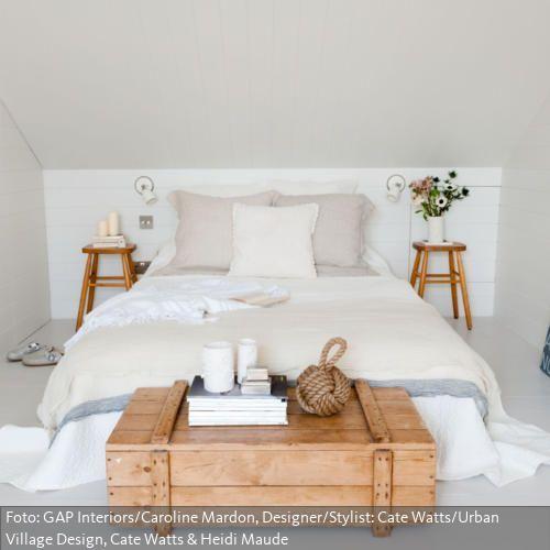 Eine clevere Lösung für das Dachzimmer Minimalistisches Mobiliar - wohnideen schlafzimmer mit schräge
