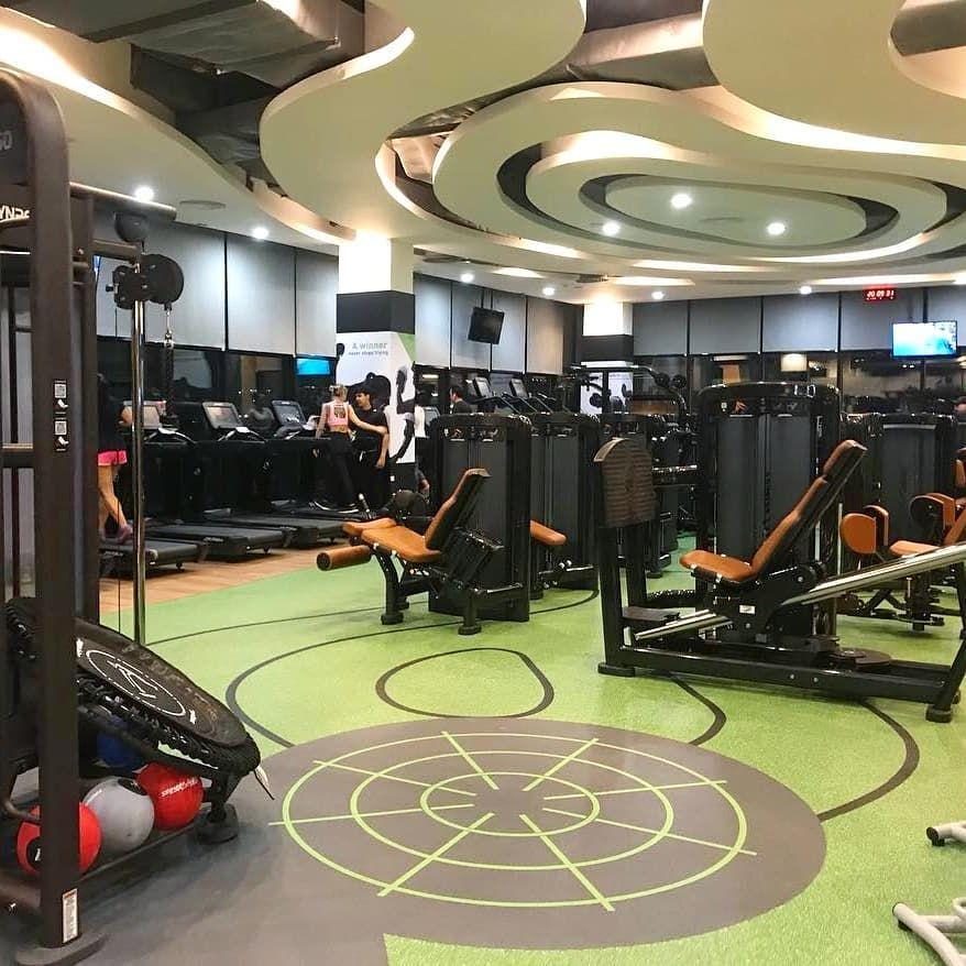 Neoflex 700 Series Fitness Flooring With Inlaid Synrgy360 Functional Markings As Well As Contour Graphics That Floor Workouts Gym Flooring Rubber Gym Flooring