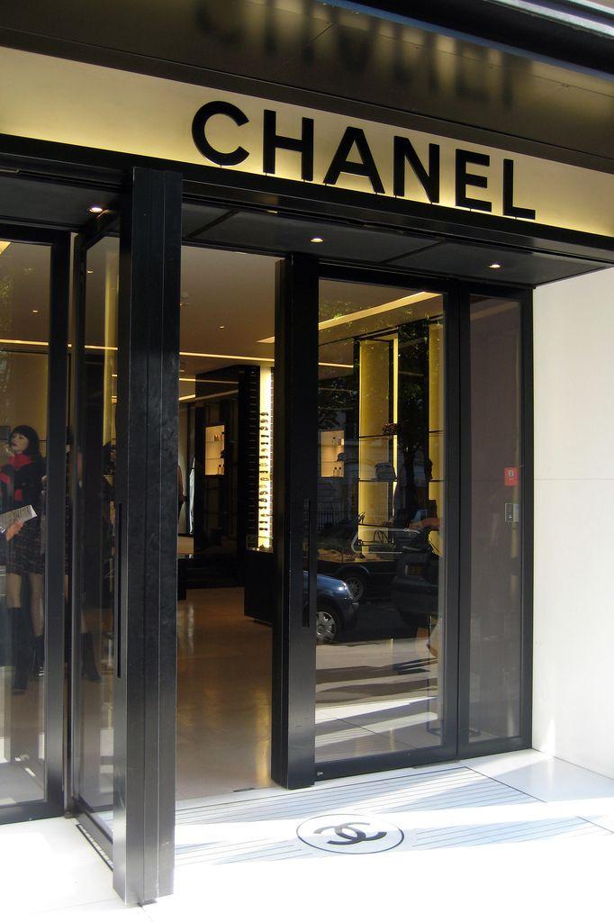 Famous Parisian Fashion Houses Famous Fashion Designers In Paris Famous Fashion Designers Buy Design Fashion Designer Paris