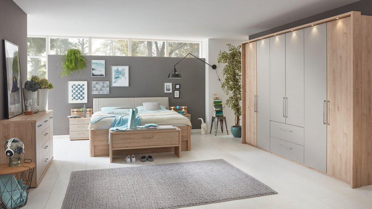 Diese moderne SchlafzimmerKombination aus Steineiche