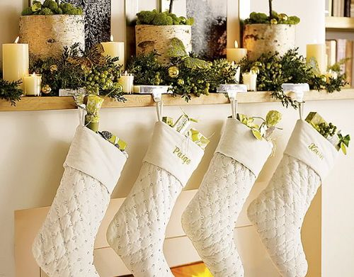 A Whole Bunch Of Christmas Mantel Decorating Ideas - Christmas