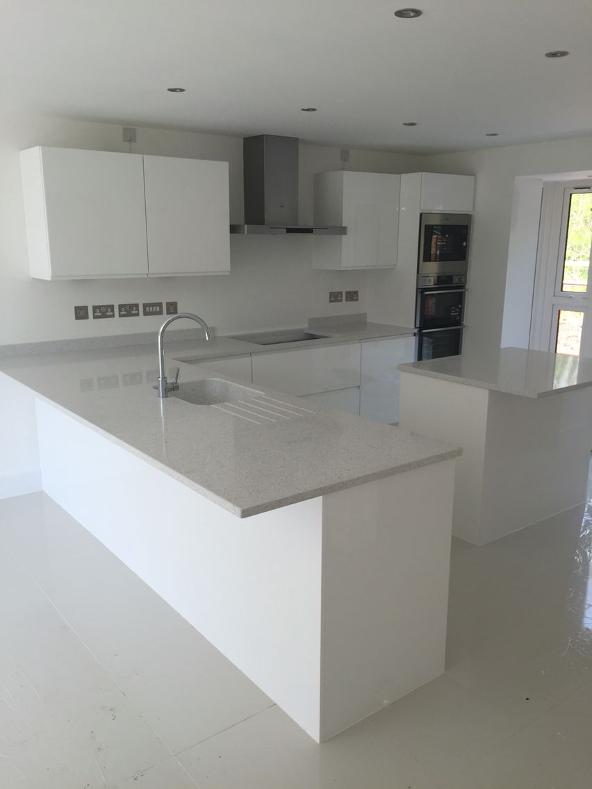 A Modern Gloss White Handle Less Kitchen With Silestone Worktops - Kitchen designers bristol
