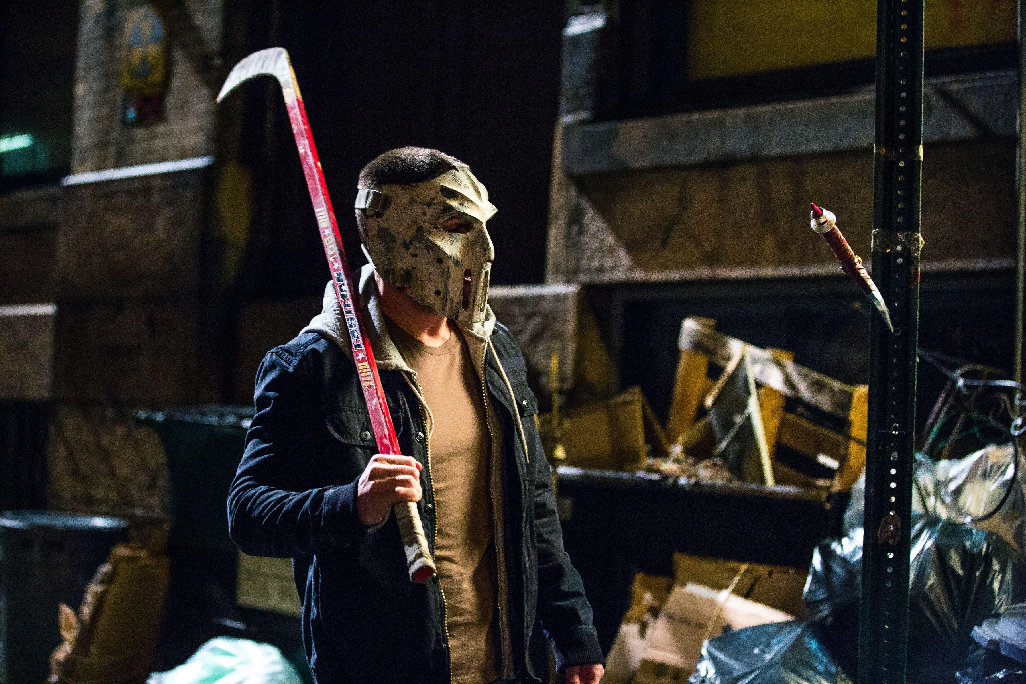 First Look At Arrow Star Stephen Amell As Vigilante Casey Jones In Teenage  Mutant Ninja Turtles 2