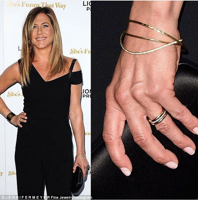 Jennifer Aniston S Wedding Ring Designer Says It Was An Honor Jennifer Aniston Wedding Ring Jennifer Aniston Wedding Jennifer Aniston