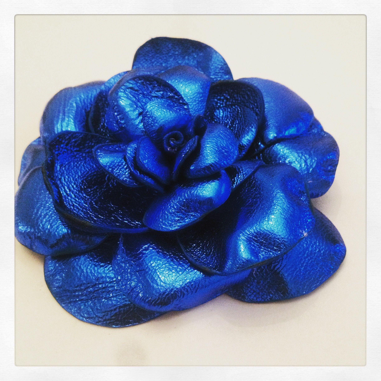 Broche Rose   Bleue electrique en cuir de chevreau fait main ... 4bf647320c4