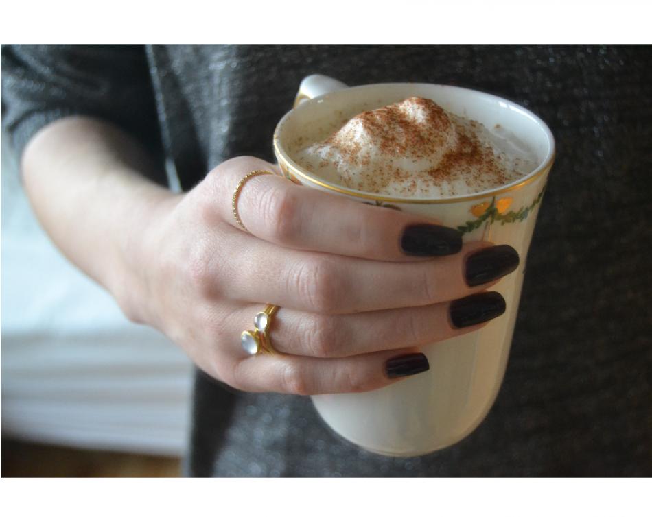 Styling by nikoline showing Eternal Zirconia Fine Half Ring Gold, Bubble Ring Sky Blue Medium Gold and Bubble Facet Ring Pink Small Gold #jewellery #Jewelry #bangles #amulet #dogtag #medallion #choker #charms #Pendant #Earring #EarringBackPeace #EarJacket #EarSticks #Necklace #Earcuff #Bracelet #Minimal #minimalistic #ContemporaryJewellery #zirkonia #Gemstone #JewelleryStone #JewelleryDesign #CreativeJewellery #OxidizedJewellery #gold #silver #rosegold #hoops #armcuff #jewls…