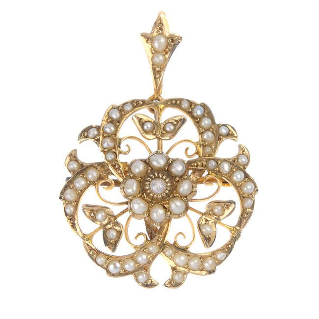 An Edwardian 9ct gold split pearl pendant.