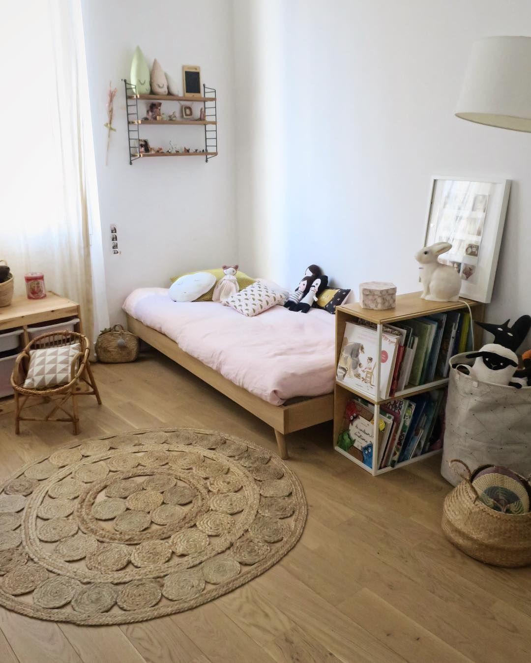 Chambre petite fille lit scandinave en bois tapis en Tapis pour chambre petite fille